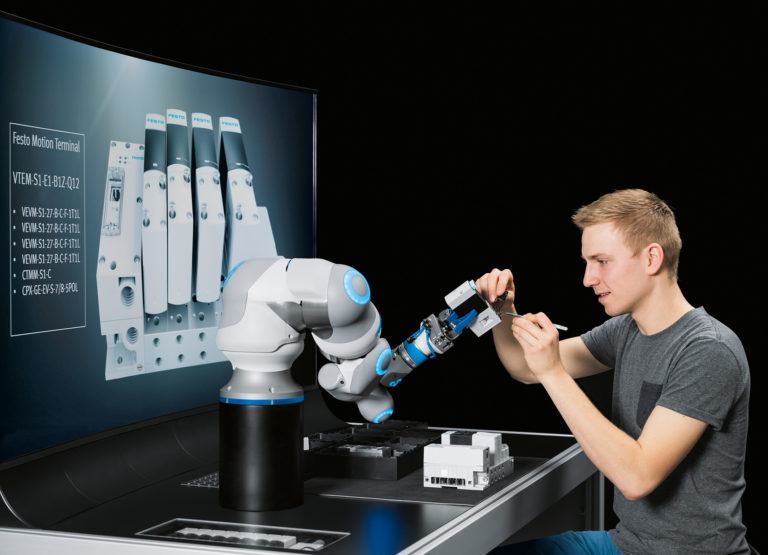 Robot arm with human motion dynamics